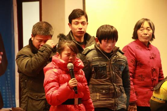 群峰忠国孤寡儿童大爱基金会剪彩暨捐赠仪式圆满成功