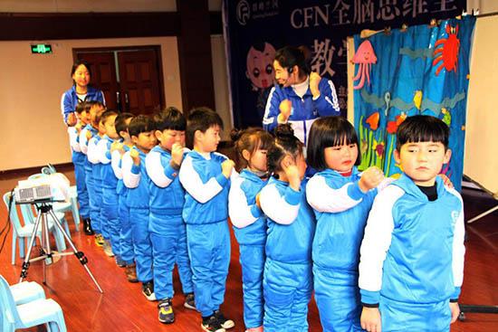 平顶山宝丰优智幼儿园李文培老师带来的《尽心竭力 力争上游  游山